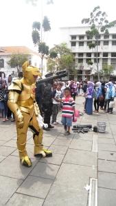 Seniman Jalanan Tak Melupakan Wisatawan Anak (2)