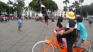Bersepeda Jadul di Kota Tua, Bisa